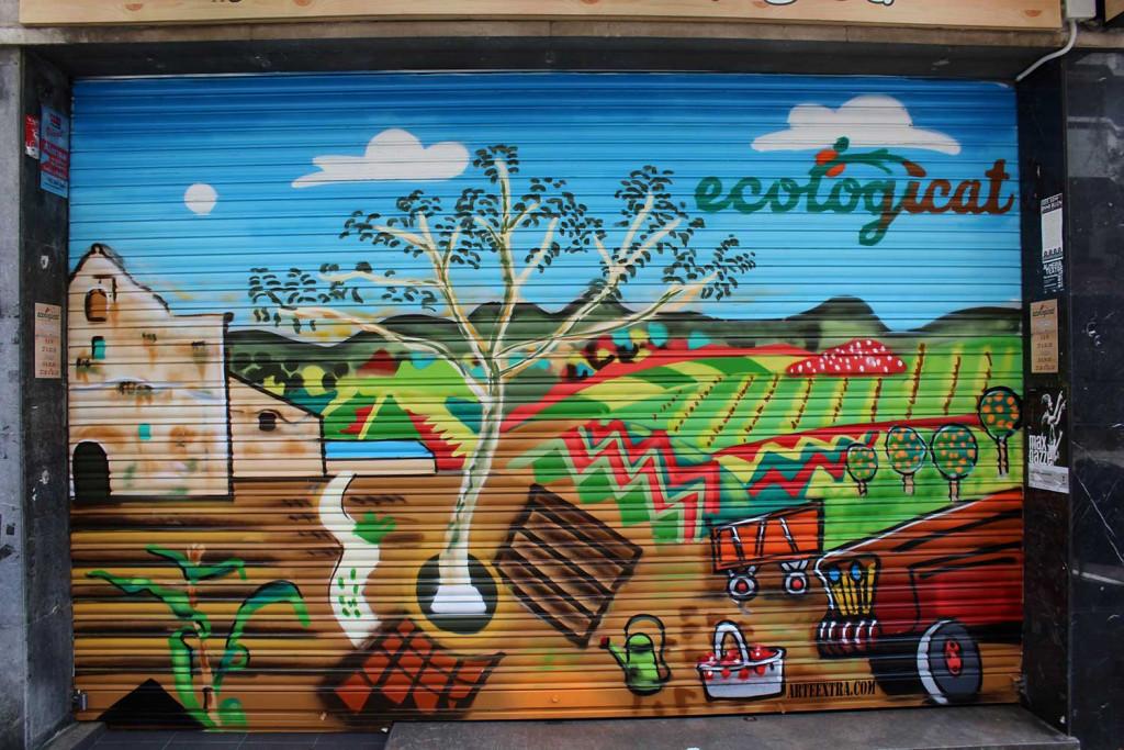 Persiana pintada como reclamo en tienda ecologica de Barcelona, Ecologicat en el barrio de gracia.