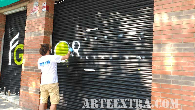 4_persiana_graffiti_logo_pintura_espray_arte_extra_sabadell_barcelona