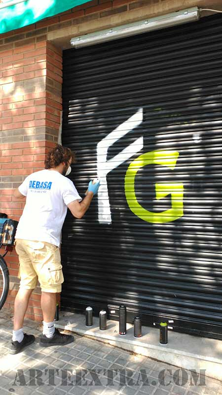 9_decoracio_persiana_grafiti_logo_esprai_exterior_arte_extra