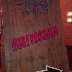 Cartel señaléctica interior restaurante Dirty Burger en Barcelona por Arte Extra