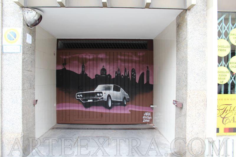 Decoración con coche retro y skyline Barcelona en graffiti por Arte Extra