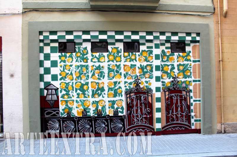 Decoración con graffiti de persiana parking - Casa Vicens Gaudi - Plano general - Arte Extra 2017