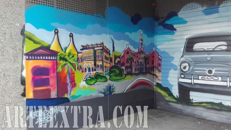 Decoración graffiti puerta parking SEAT 600 y pared lateral vista Sant Pau con graffiti en Barcelona