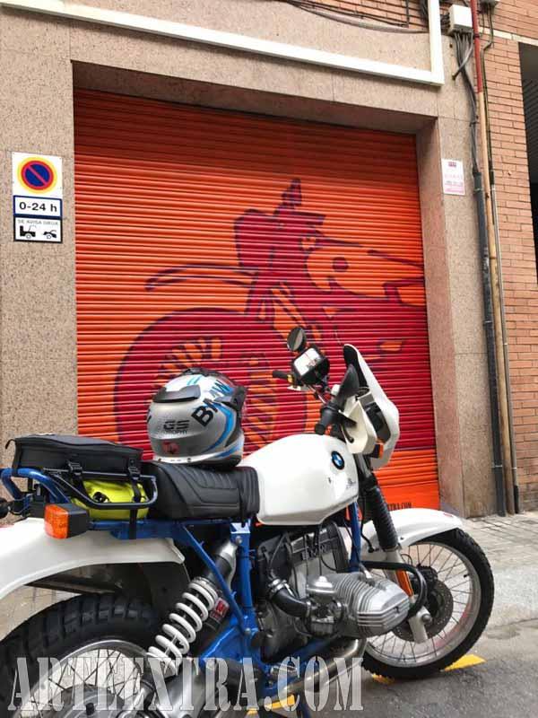 Decoración persiana graffiti Taller Moto en Sants Barcelona - ArteExtra 2018