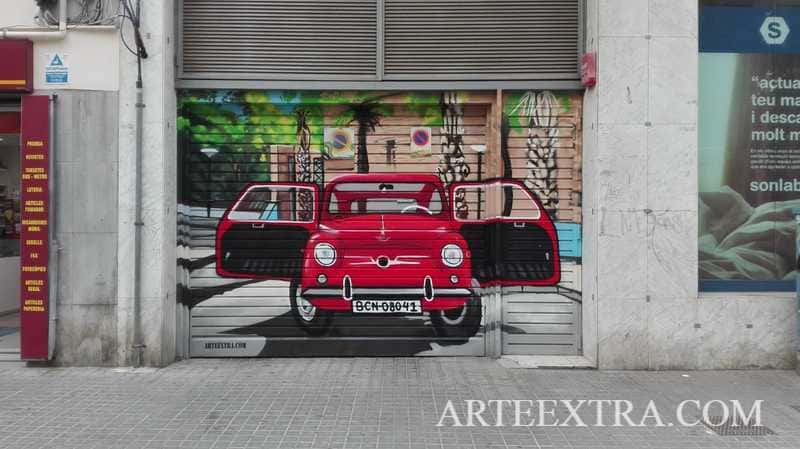 Decoración puerta metálica parking con SEAT 600 Barcelona - ArteExtra 2019