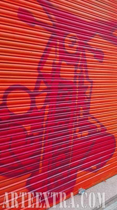 Detalle decoración persiana graffiti Taller Moto en Sants Barcelona - ArteExtra 2018