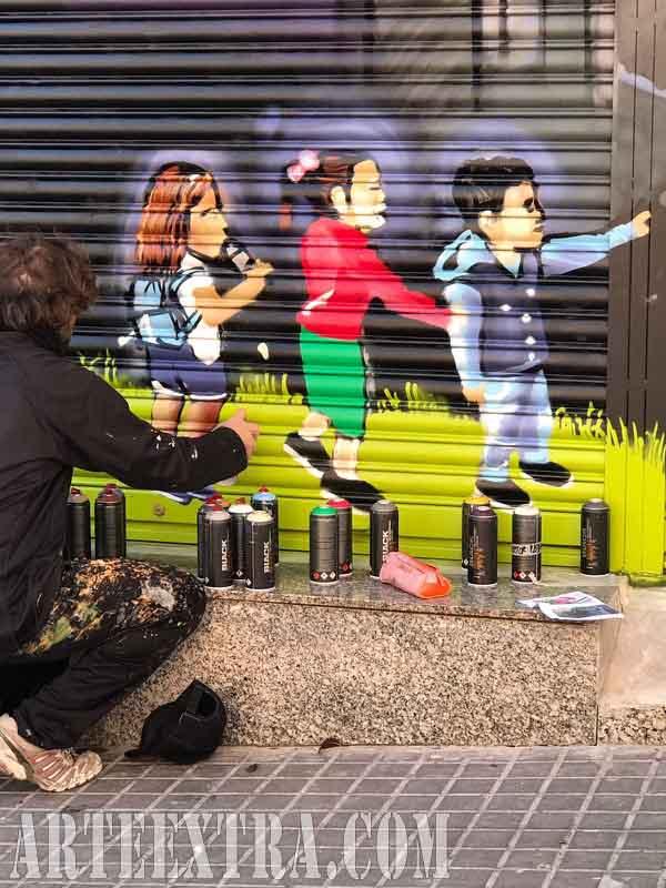 Detalle niños persiana graffiti local comercial Batman Badalona 2017