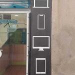 Dispositivos móviles pintados en fachada comercio Barcelona por ArteExtra