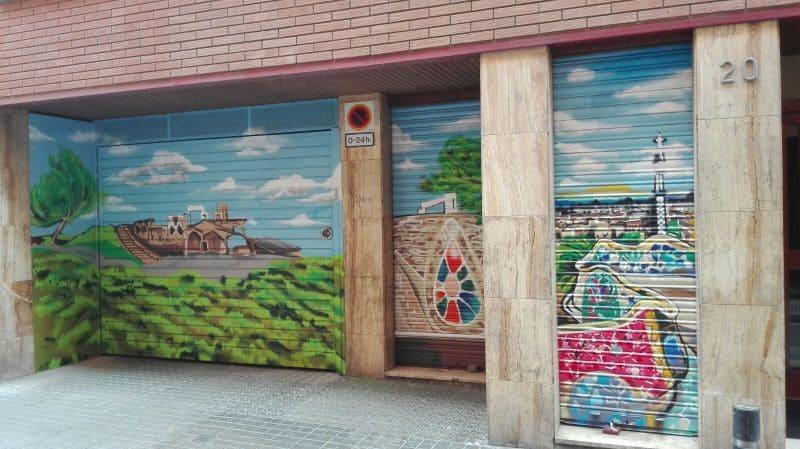 Entrada parking Gracia Barcelona decorada en graffiti profesional por ArteExtra