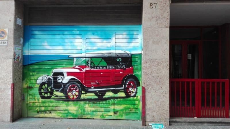 Ford T graffiti decoracion parking en Barcelona por ArteExtra