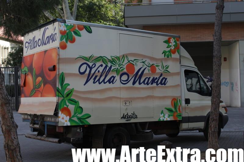 Lateral camión Fruits Villa María decorado graffiti profesional en Barcelona por ArteExtra