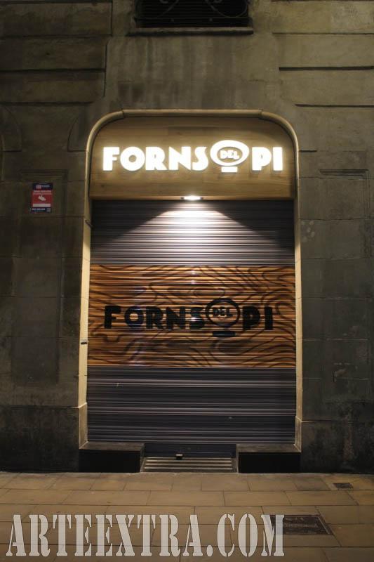 Logo en persiana graffiti Forns del Pi - Ciutat Vella Barcelona - ArteExtra 2018