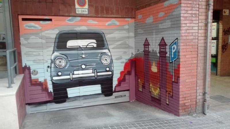Parking Plaza Espana decorado en graffiti profesional con SEAT 600 por ArteExtra