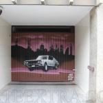 Decoración en graffiti puerta metálica Parking Soler Eixample Barcelona - ArteExtra