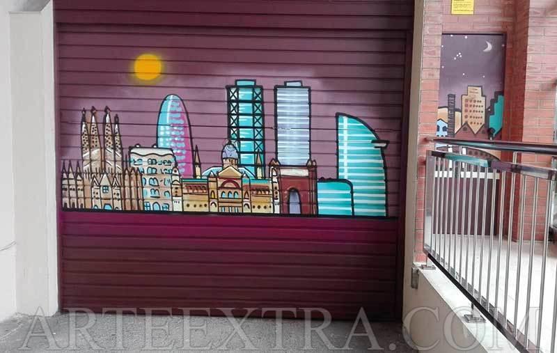 Parking decorado con skyline Barcelona en calle Marina por ArteExtra