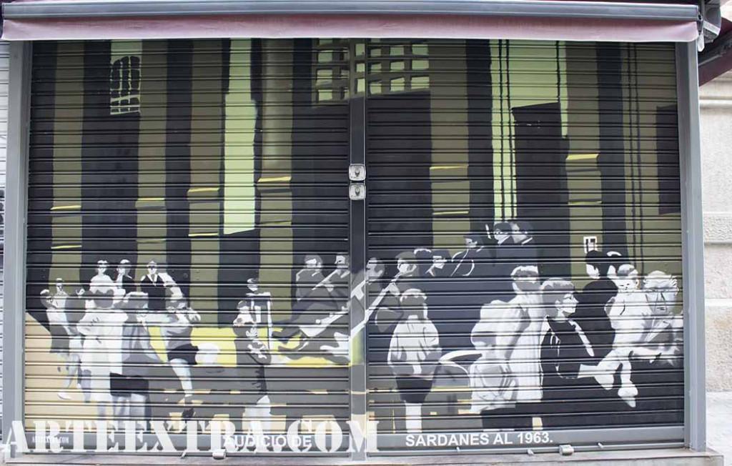 Persiana decorada con audicion sardanas en Sants por ARTEEXTRA