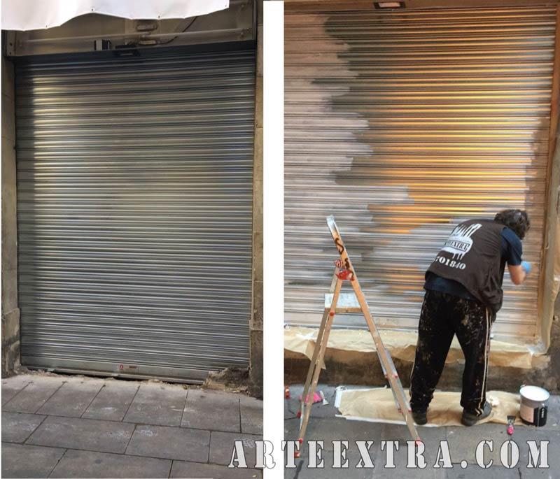 Persiana trabajo previo graffiti limpieza imprimación decoración persiana tienda parking local - Arte Extra