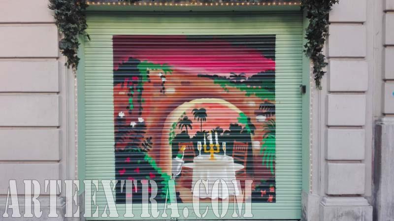 Persiana graffiti pintura Coco Vintage Market Sant Gervasi Barcelona 2017