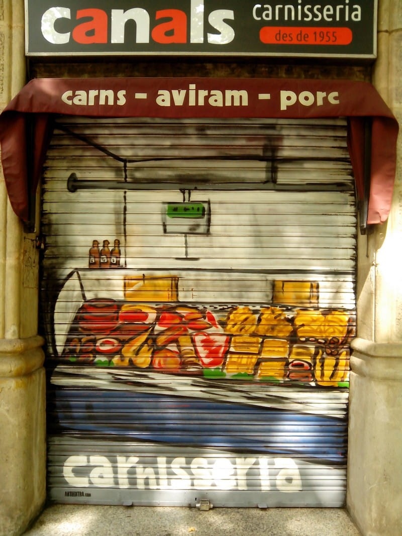 Persiana metálica graffiti Carnisseria Canals Barcelona - 1 - ArteExtra 2018