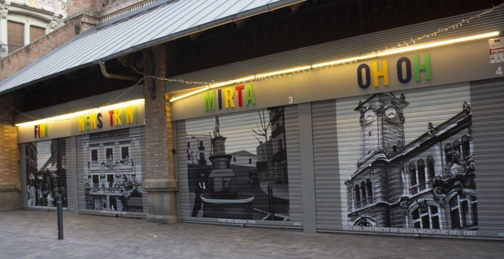 Persianas metálicas graffiti en el Mercat de Sants en Barcelona por ARTEEXTRA