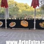 Plano general decoración graffiti de maceteros terraza en Barcelona