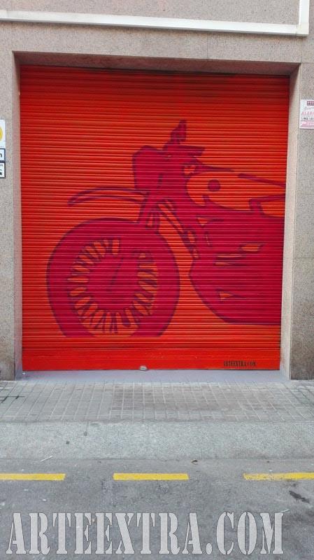 Plano general detalle decoración persiana graffiti Taller Moto en Sants Barcelona - ArteExtra 2018