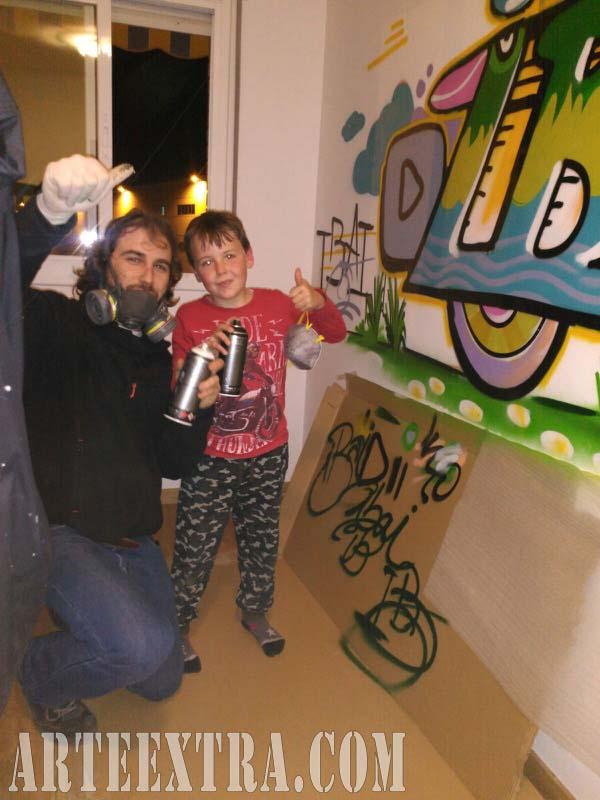 Plano general mural personalizado letras graffiti nombre niño Ibai Cornellà 2017