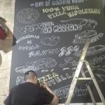 Proceso decoración pintura mural profesional con platos carta Restaurante Pizzeria Pummarola en Barcelona por ArteExtra
