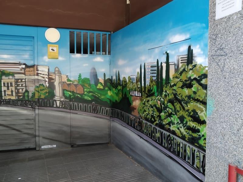 Sidecar pintado en graffiti en puerta parking comunidad en Barcelona por Arte Extra 2
