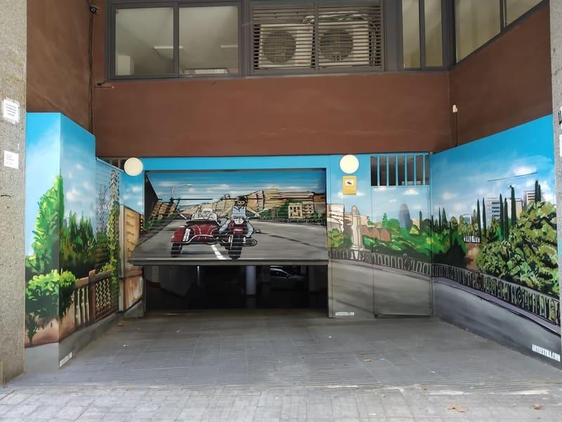 Sidecar pintado en graffiti en puerta parking comunidad en Barcelona por Arte Extra 3