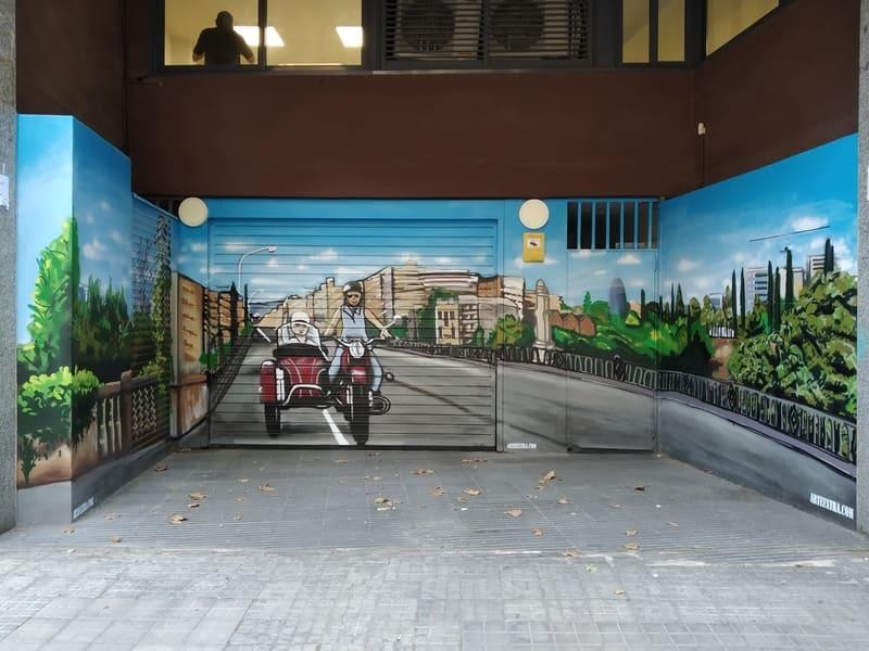 Sidecar pintado en graffiti en puerta parking comunidad en Barcelona por Arte Extra 4