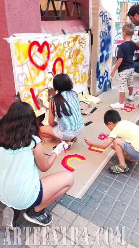 Taller graffiti street art en Mercat Horta Barcelona - Detalle participantes y pared - ArteExtra 2017