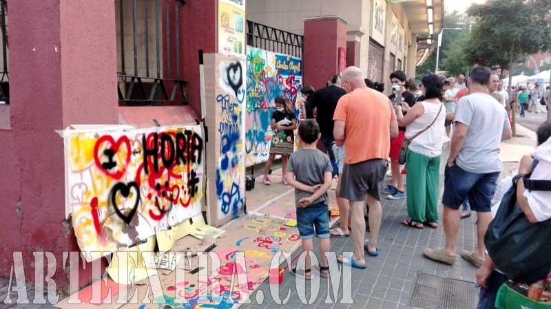 Taller graffiti street art en Mercat Horta Barcelona - Otro plano general evento - ArteExtra 2017