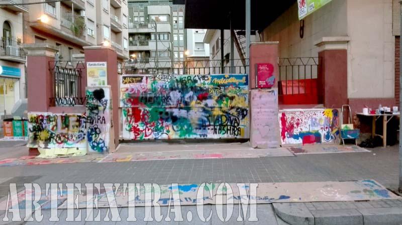 Taller graffiti street art en Mercat Horta Barcelona - Plano general pared calle - ArteExtra 2017