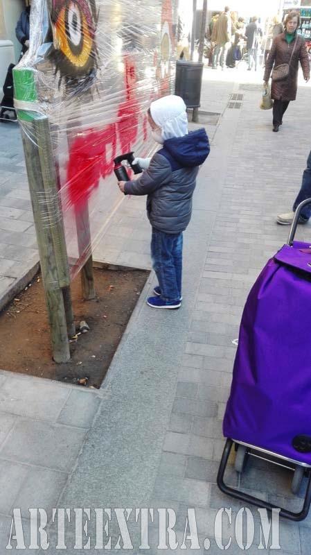 Taller graffiti infantil arte urbano Comerç Mercat Nou en Sants - Detalle participante - Arte Extra 2017