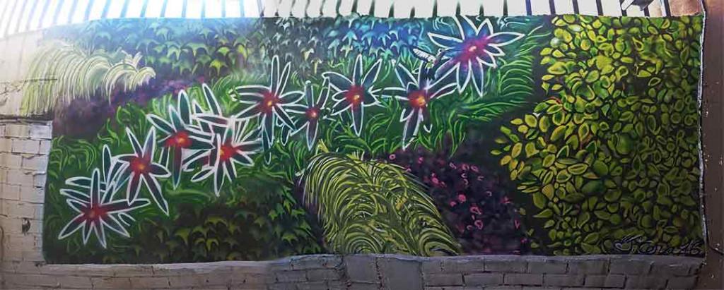 Mural exterior realizado con sprays .