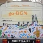 Parte posterior furgoneta decorada graffiti a mano en Barcelona