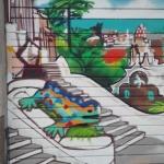 Detalle decoración graffiti puerta parking con dragón Park Güell en Barcelona - ArteExtra