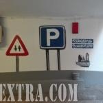 Mural graffiti ArteExtra decoración señaléctica en entrada parking Barcelona - 2