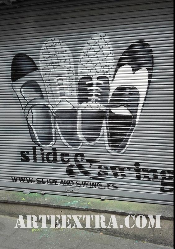 Decoración graffiti dibujo en persiana