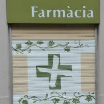 persiana_tienda_barcelona_decoracion_farmacia_graffiti