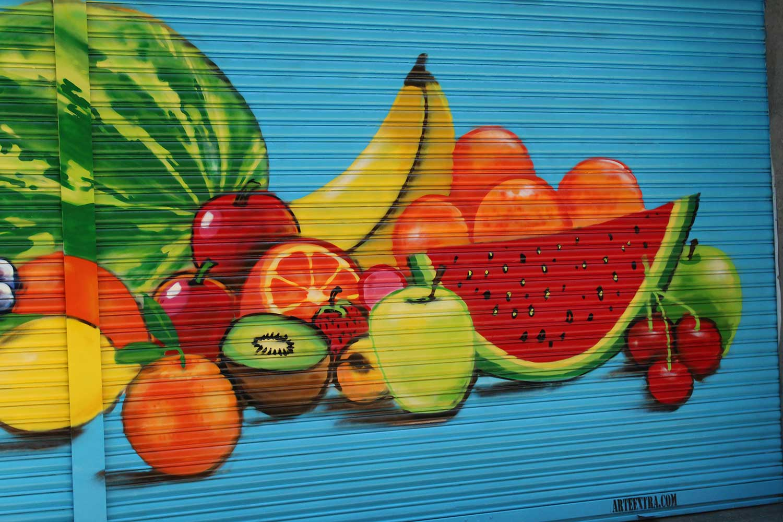 Decoración CAPRABO graffiti persiana por ARTEEXTRA en Barcelona