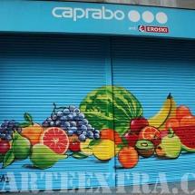 Caprabo - Detalle bodegón frutas en persianas decoradas graffiti por ArteExtra