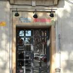 Pintura rotulación sobre cartel exterior de madera para restaurante