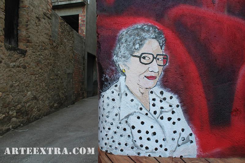Detalle retrato Angeleta pintura mural antiguo cine Oliana Lleida - ArteExtra