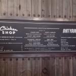Rotulación tipográfica pizarra menú Restaurante Chicken Shop en Barcelona realizada por ArteExtra